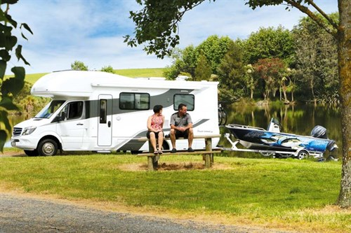 Allisee Supremacy Autohome plus Enduro boat in tow