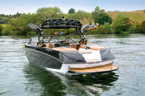 Super Air Nautique G23 with wake tower