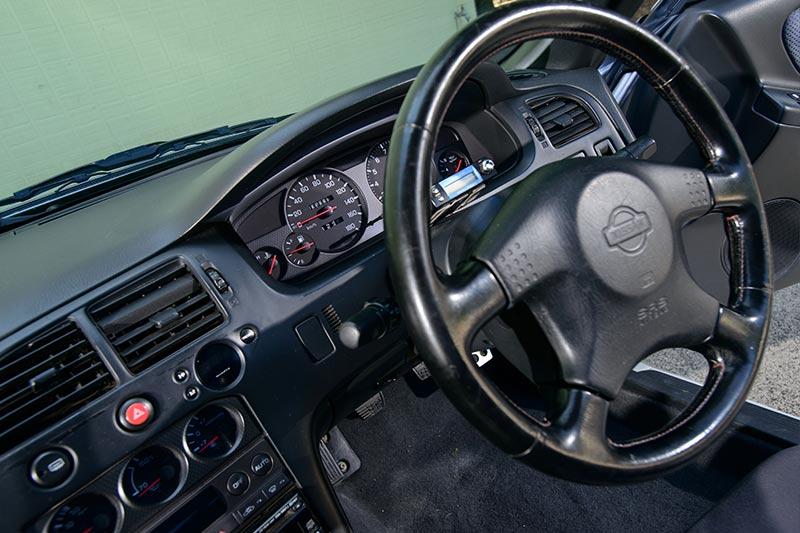 Nissan -skyline -interior -3
