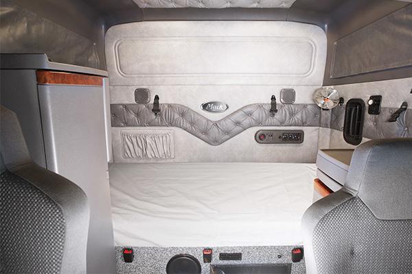 Mack -Super -Liner ,-685,-60-inch -Sleeper ,-Owner Driver2