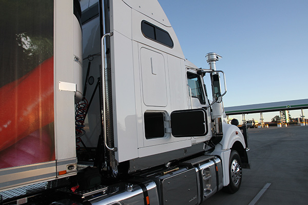Mack -Super -Liner ,-685,-60-inch -Sleeper ,-Owner Driver3