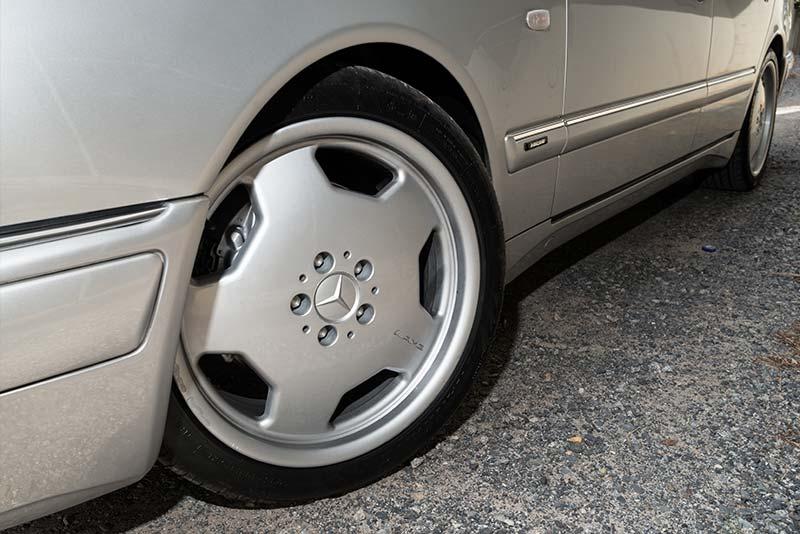 Mercedes -Benz -E36-AMG-wheel