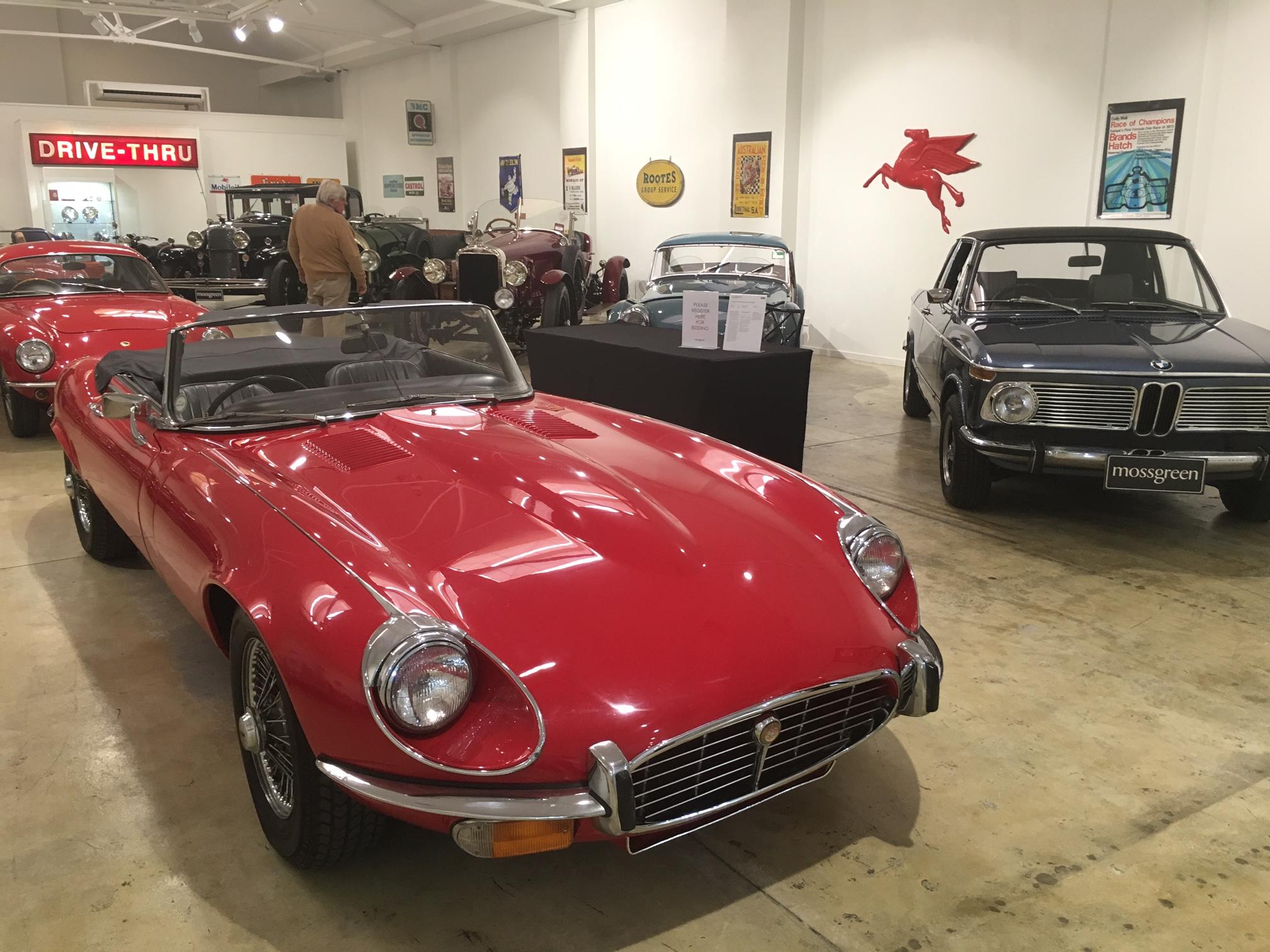 Mossgreen -Jaguar -E-type -showroom