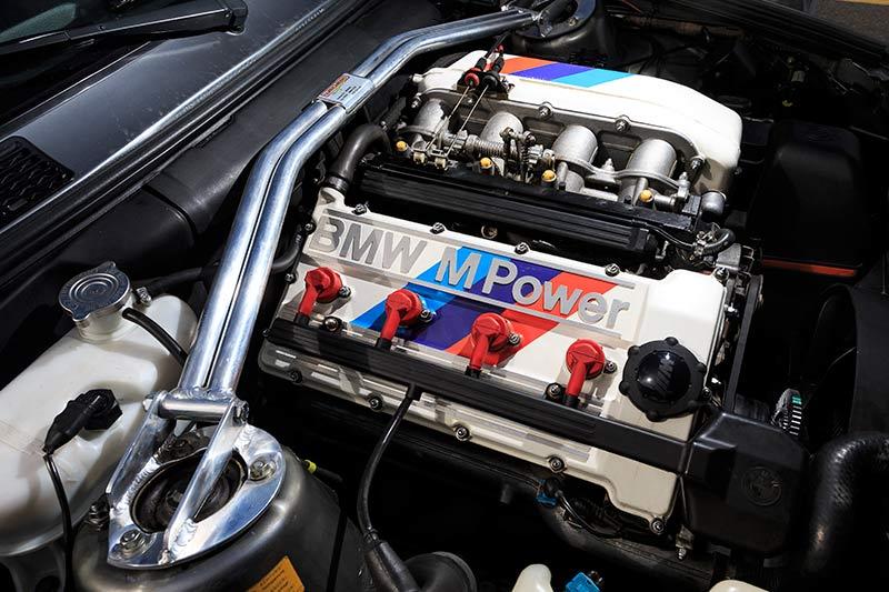 1-BMW-E30-M3-engine