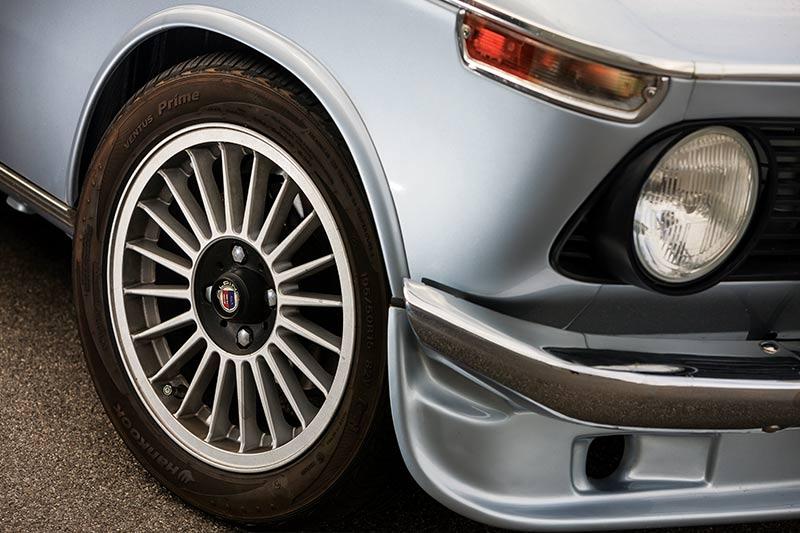 BMW-2002-headlight -detail