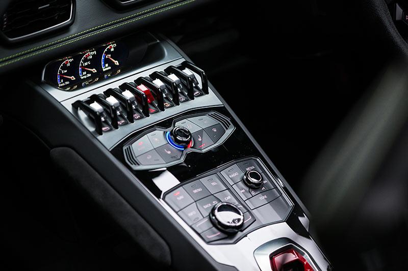 Lamborghini -Huracan -interior -detail -2