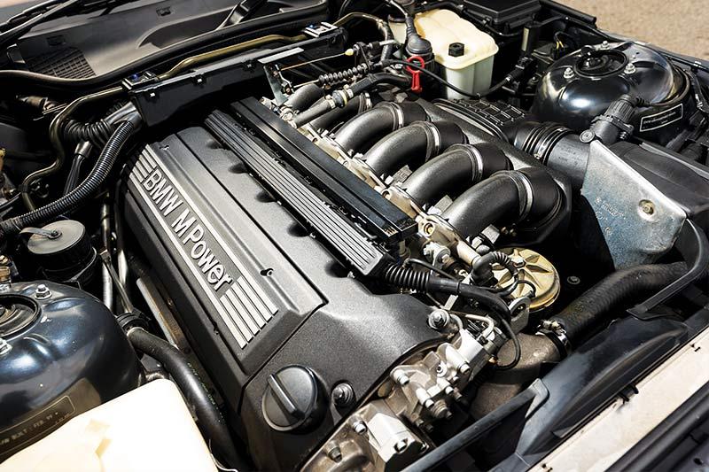 Bmw -z 3-m -coupe -engine