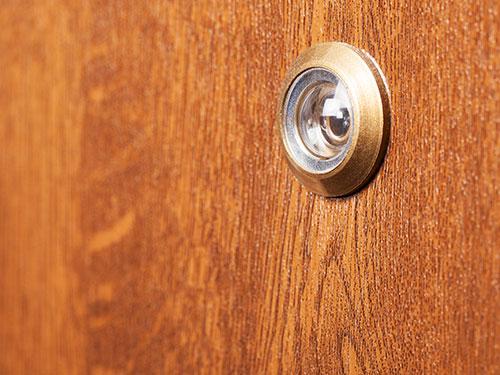 Peephole in door