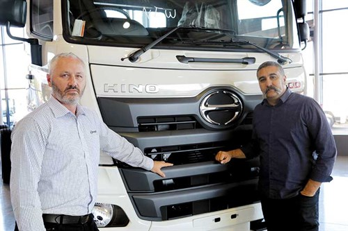 The -judges -Hino -NZ-general -manager -Michael -Doeg -and -Deals -on -Wheels -editor -Randolph -Covich