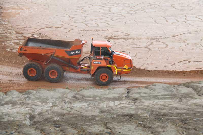 Doosan DA40 articulated dump truck at speed