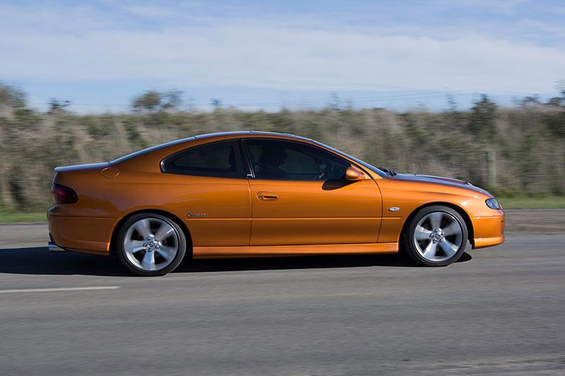 Holden -monaro -cv 8-z -onroad