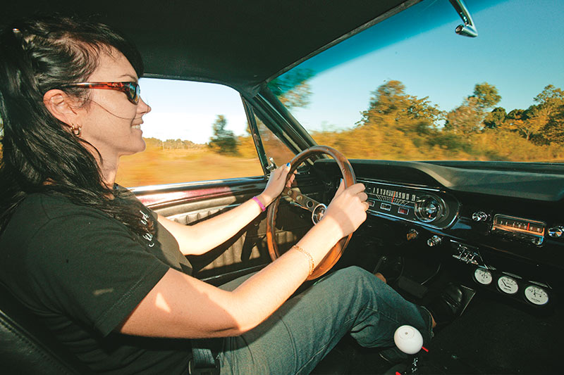 Ford -mustang -driving