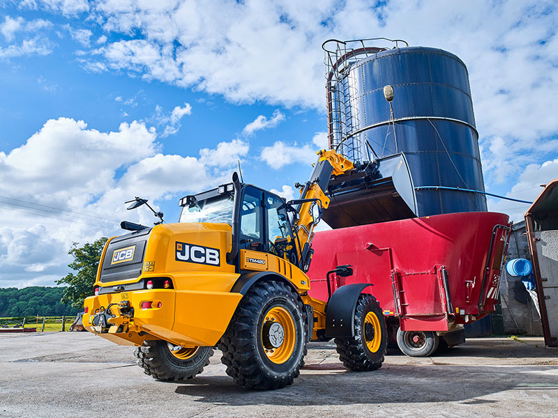The JCB TM420 is ideal for high-sided diet feeders