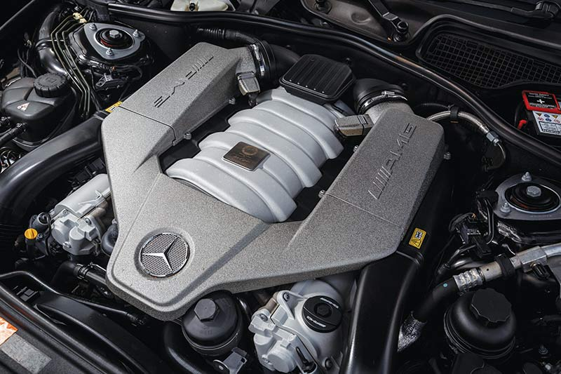 Mercedes -benz -cl 63-engine -bay -2
