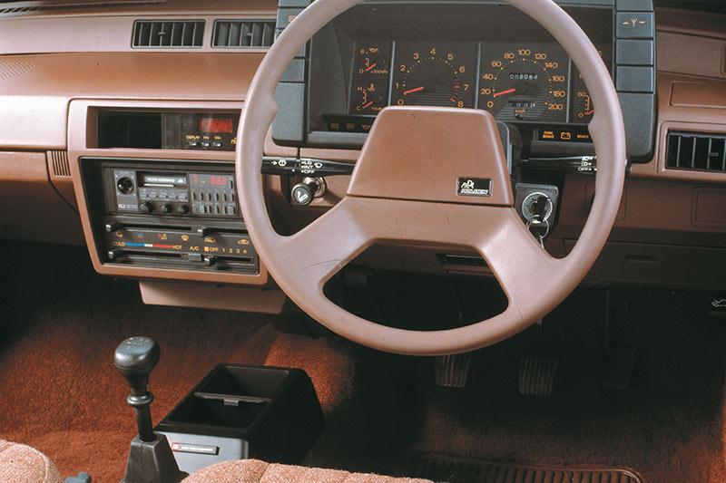 Holden -camira -interior -2