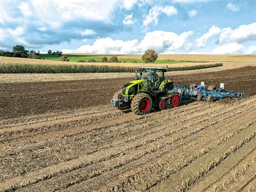 AXION-900-with -TERRA-TRAC