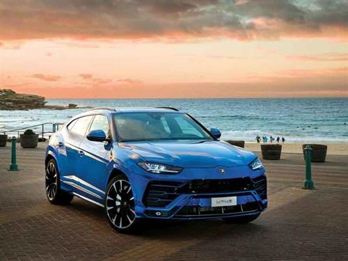 Lamborghini -Urus -High -Res _Lifestyle -1