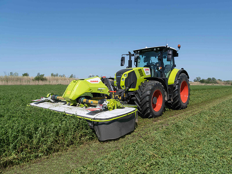 The Claas Disco 3600 attached to an Axion tractor