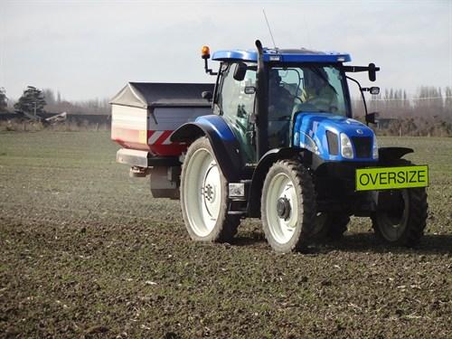 Vicon RO-EDW 3900 GEOSpread Spreader _with Tractor