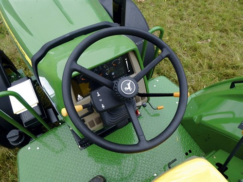 John Deere 6100D Steering
