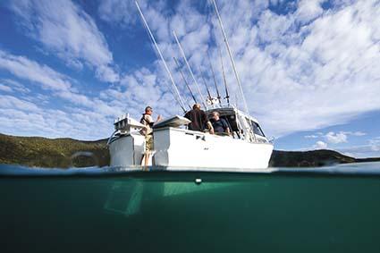 WHITE POINTER 940 PRO FISHING BOAT
