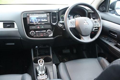 5_Mitsubishi Outlander PHEV_interior