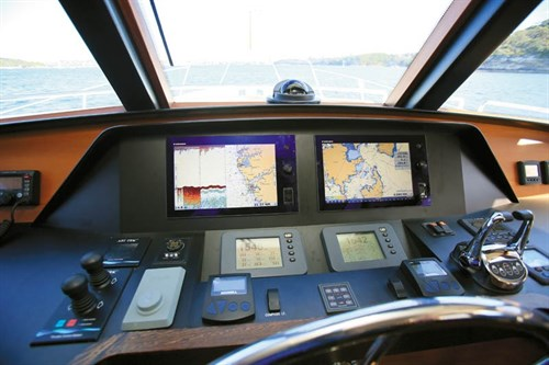 Helm electronics on Outer Reef 630