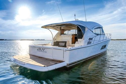 Floating Riviera 515 SUV