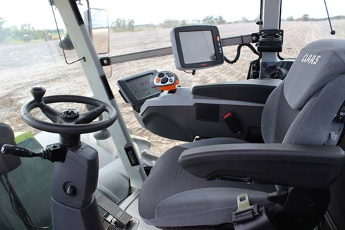 Claas Xerion 5000_cabin _9656
